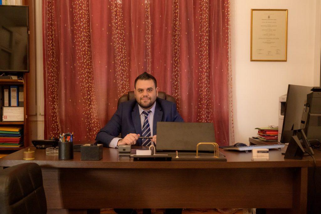 Εμμανουήλ Πάχος , Δικηγος, Χίος